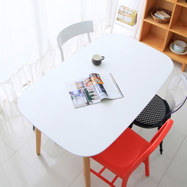 디카페 라떼 테이블